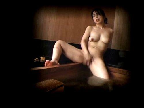 窓際やベランダでオナニーしてる女の子を盗撮したエロ画像 48枚 No.35