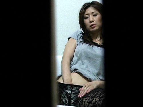 窓際やベランダでオナニーしてる女の子を盗撮したエロ画像 48枚 No.36