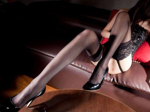 【画像】セクシーな黒ガーターベルトを履いた美女たちの股間がエロいwww 35枚 No.1