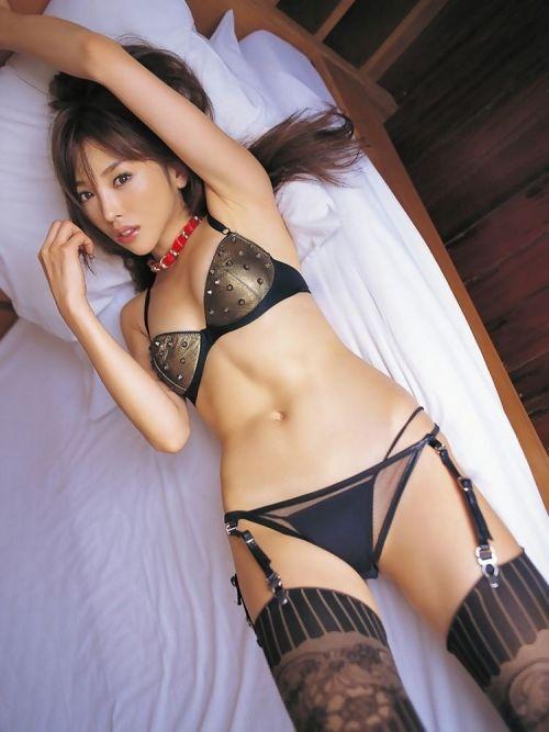 【画像】セクシーな黒ガーターベルトを履いた美女たちの股間がエロいwww 35枚 No.5
