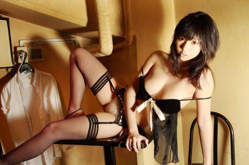 【画像】セクシーな黒ガーターベルトを履いた美女たちの股間がエロいwww 35枚 No.18