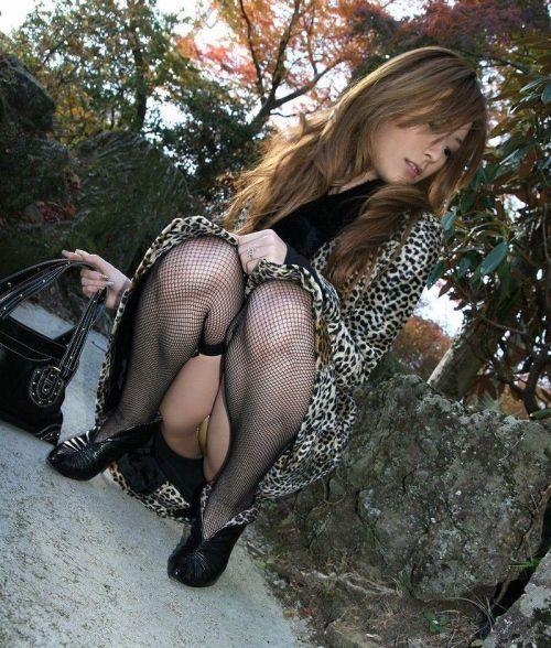 【画像】セクシーな黒ガーターベルトを履いた美女たちの股間がエロいwww 35枚 No.34