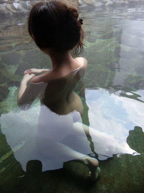 お風呂や銭湯で湯船に浸かった女性のうなじに勃起しちゃうエロ画像 32枚 No.11