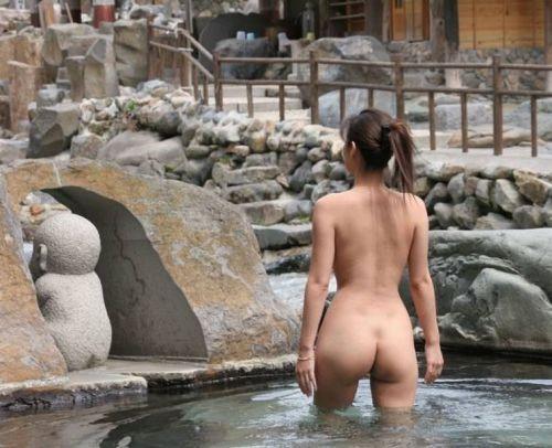 お風呂や銭湯で湯船に浸かった女性のうなじに勃起しちゃうエロ画像 32枚 No.12