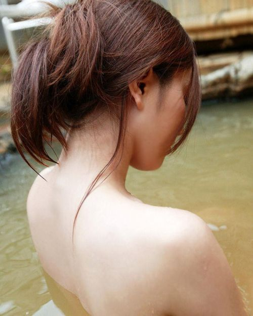 お風呂や銭湯で湯船に浸かった女性のうなじに勃起しちゃうエロ画像 32枚 No.19
