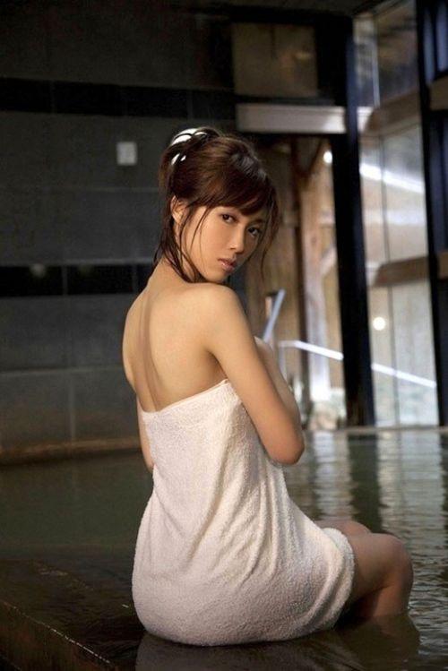 お風呂や銭湯で湯船に浸かった女性のうなじに勃起しちゃうエロ画像 32枚 No.27