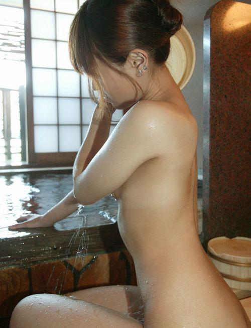 お風呂や銭湯で湯船に浸かった女性のうなじに勃起しちゃうエロ画像 32枚 No.28