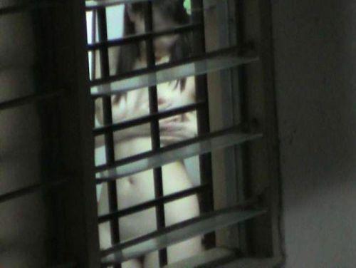 【画像】民家のお風呂を窓の外から熟女や美女を盗撮した結果www 33枚 No.28