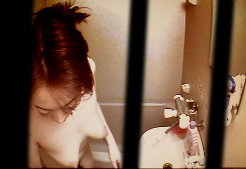 【画像】民家のお風呂を窓の外から熟女や美女を盗撮した結果www 33枚 No.31