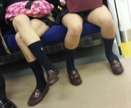 【画像】電車の中で太もも丸出しで足組みしてる素人ギャルエロ過ぎwww 35枚 No.2