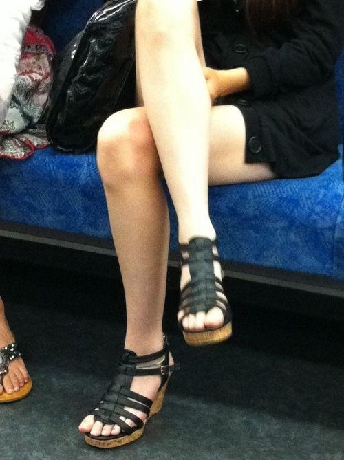 【画像】電車の中で太もも丸出しで足組みしてる素人ギャルエロ過ぎwww 35枚 No.12