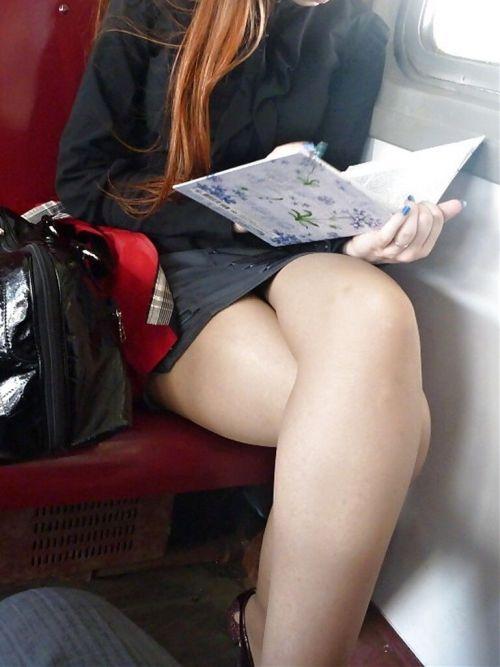 【画像】電車の中で太もも丸出しで足組みしてる素人ギャルエロ過ぎwww 35枚 No.28
