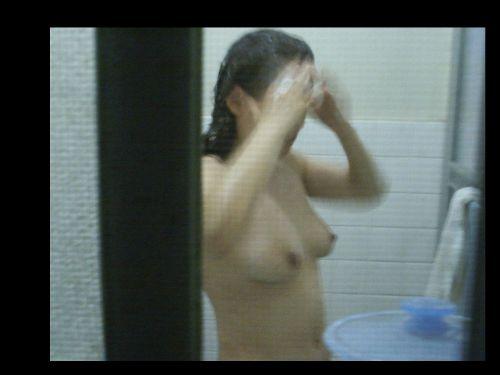 窓の外から美乳で巨乳なお姉さんの裸体を盗撮したエロ画像 33枚 No.6