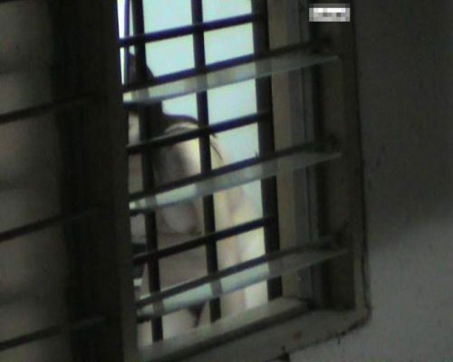 窓の外から美乳で巨乳なお姉さんの裸体を盗撮したエロ画像 33枚 No.12