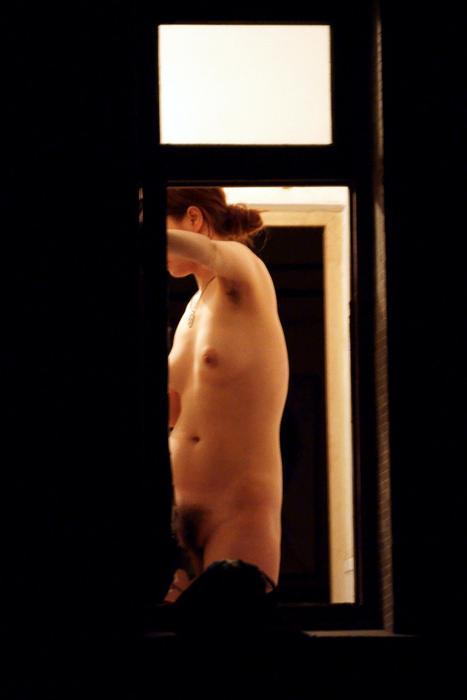 窓の外から美乳で巨乳なお姉さんの裸体を盗撮したエロ画像 33枚 No.26