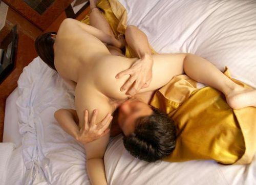 男性がマンコを舐めて女性がチンコを舐めるシックスナインエロ画像 33枚 No.3