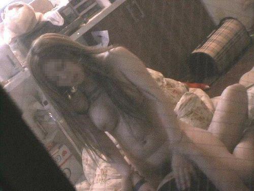 【画像】窓の外から民家内でセックスしてるカップルを盗撮した結果www 33枚 No.10
