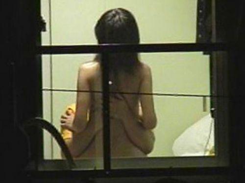 【画像】窓の外から民家内でセックスしてるカップルを盗撮した結果www 33枚 No.30