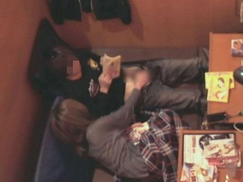 【画像】ネットカフェで盛り上がっちゃってセックスし始めたカップル盗撮したったwww 28枚 No.20