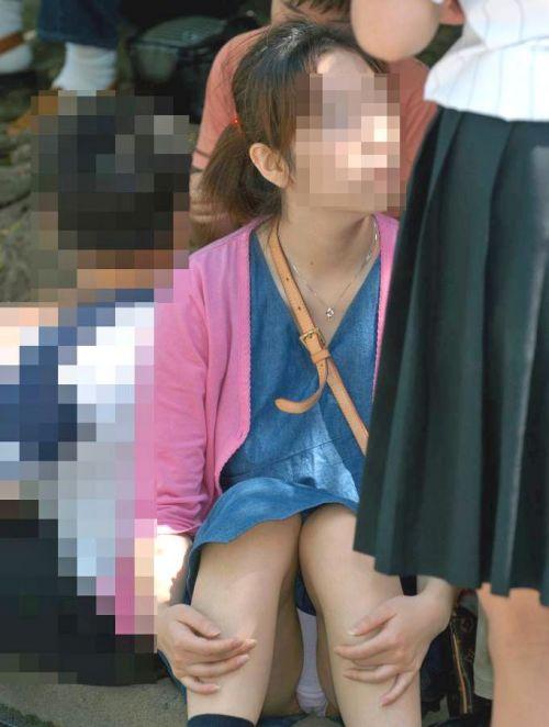 【画像】素人熟女が無防備に座ってパンチラしてるの盗撮したったwww 39枚 No.10