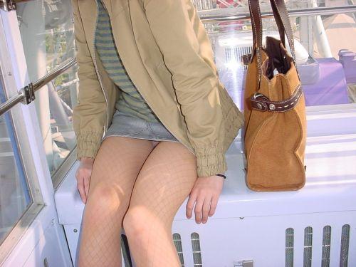 【画像】素人熟女が無防備に座ってパンチラしてるの盗撮したったwww 39枚 No.25