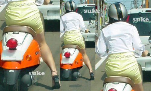 パンチラ確定!バイク・スクーターに乗るミニスカギャルのエロ画像 50枚 No.8