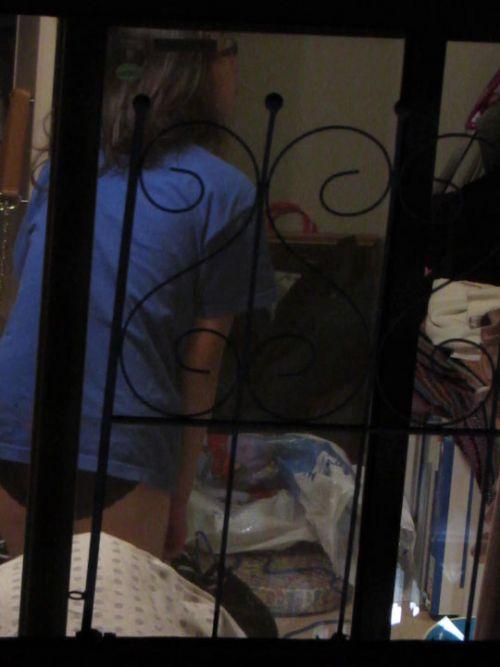 民家のおっぱい・股間丸出しな女の子を窓の外から盗撮したエロ画像 41枚 No.3