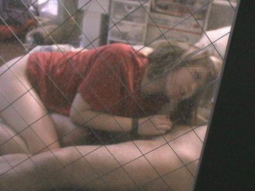 民家のおっぱい・股間丸出しな女の子を窓の外から盗撮したエロ画像 41枚 No.9