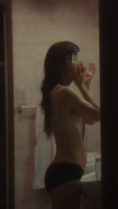 民家のおっぱい・股間丸出しな女の子を窓の外から盗撮したエロ画像 41枚 No.15