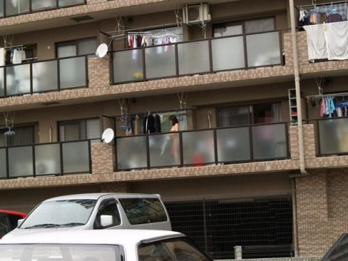 民家のおっぱい・股間丸出しな女の子を窓の外から盗撮したエロ画像 41枚 No.19
