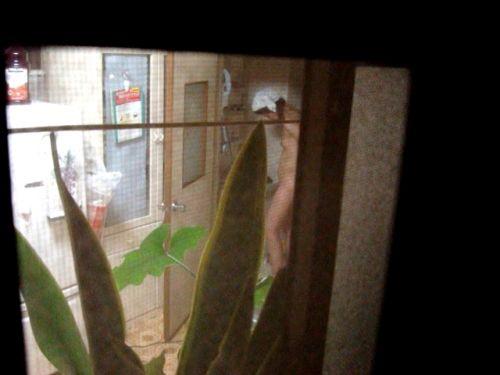 民家のおっぱい・股間丸出しな女の子を窓の外から盗撮したエロ画像 41枚 No.21