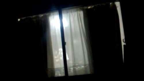 民家のおっぱい・股間丸出しな女の子を窓の外から盗撮したエロ画像 41枚 No.26