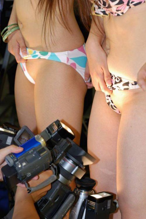 【エロ画像】過激衣装を着たキャンギャルのヘソチラや絶対領域www 39枚 No.23
