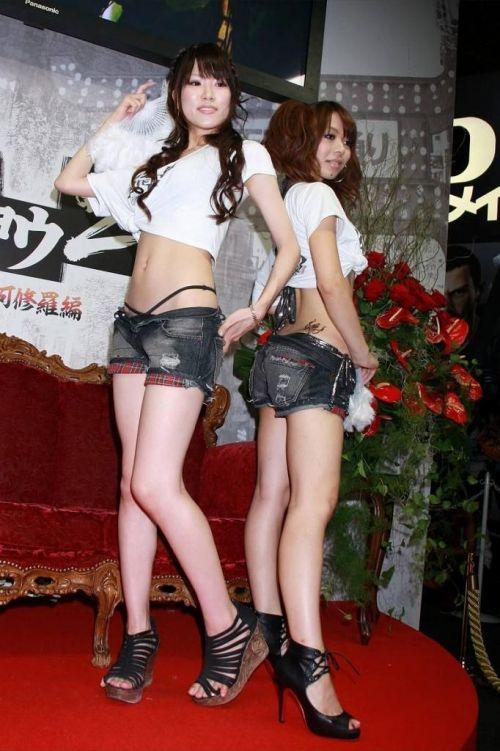 【エロ画像】過激衣装を着たキャンギャルのヘソチラや絶対領域www 39枚 No.36
