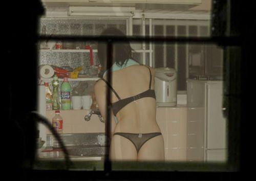 窓の外から女の子のお尻がバッチリ見えちゃってる盗撮エロ画像 38枚 No.10