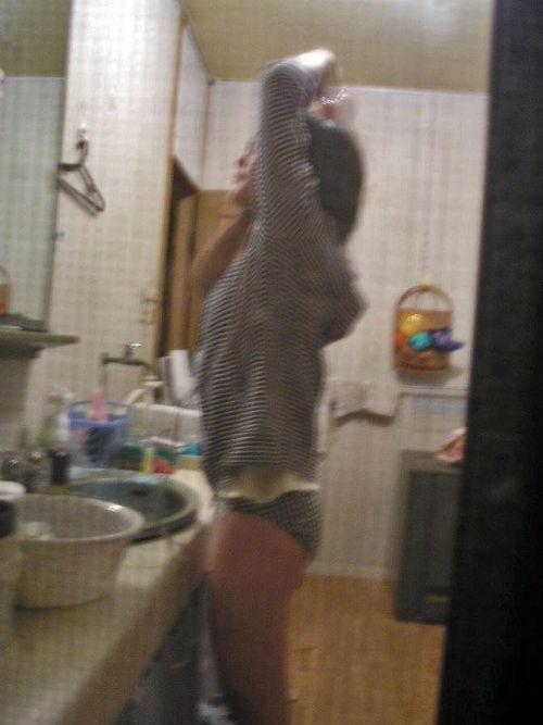 窓の外から女の子のお尻がバッチリ見えちゃってる盗撮エロ画像 38枚 No.12
