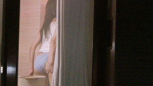 窓の外から女の子のお尻がバッチリ見えちゃってる盗撮エロ画像 38枚 No.15