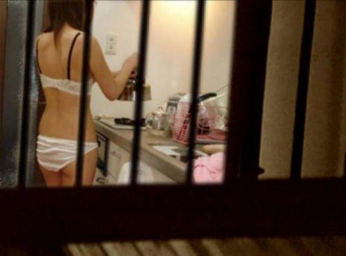 窓の外から女の子のお尻がバッチリ見えちゃってる盗撮エロ画像 38枚 No.16