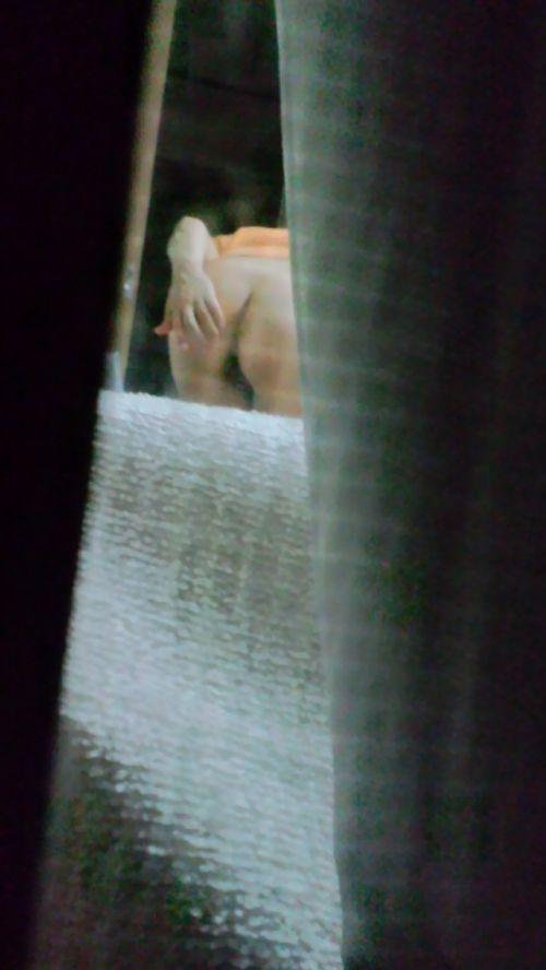 窓の外から女の子のお尻がバッチリ見えちゃってる盗撮エロ画像 38枚 No.37