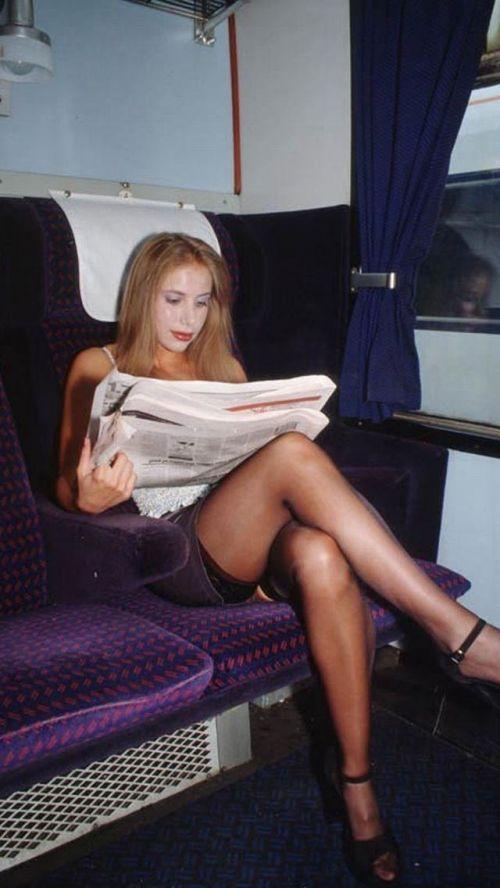 バスの車内で無防備に胸チラしてる女の子を盗撮したエロ画像 54枚 No.39
