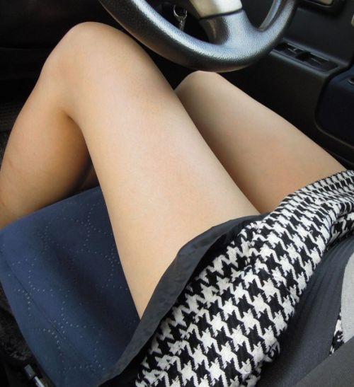 車内でむき出しになった女の子の太ももを盗撮したエロ画像 38枚 No.2