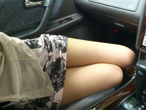 車内でむき出しになった女の子の太ももを盗撮したエロ画像 38枚 No.17