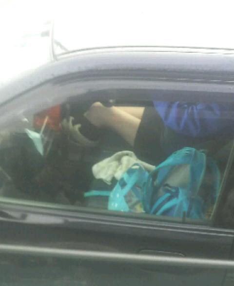 車内でむき出しになった女の子の太ももを盗撮したエロ画像 38枚 No.23