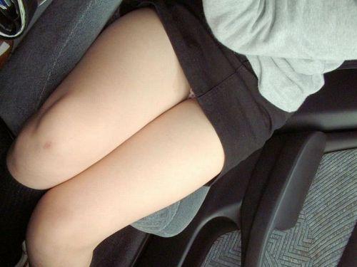 車内でむき出しになった女の子の太ももを盗撮したエロ画像 38枚 No.33