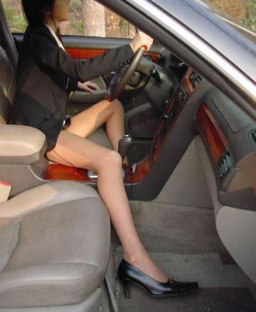 車内でむき出しになった女の子の太ももを盗撮したエロ画像 38枚 No.36