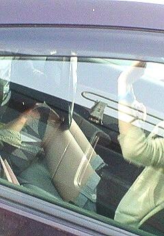 車内の助手席でデニムのミニスカから見える太ももを盗撮したエロ画像 31枚 No.23