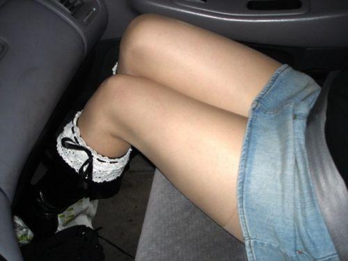 車内の助手席でデニムのミニスカから見える太ももを盗撮したエロ画像 31枚 No.28
