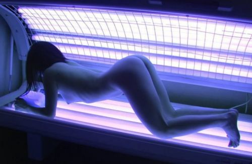 日焼けサロンでこんがり焼いてるお姉さんんを盗撮したエロ画像 31枚 No.23