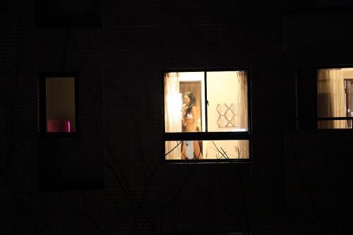 窓の外から民家内でエッチな下着姿の女の子を盗撮したエロ画像 32枚 No.5