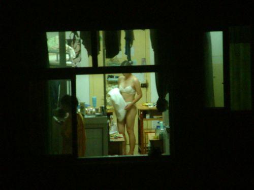 窓の外から民家内でエッチな下着姿の女の子を盗撮したエロ画像 32枚 No.14